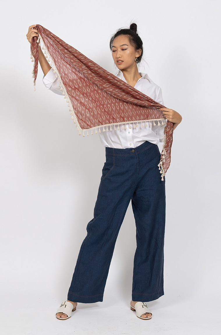 Picture of Signature Triangle Scarf Rust
